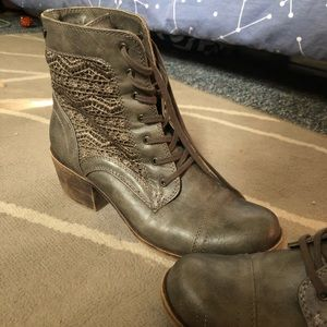 Roxy boots size 8.5